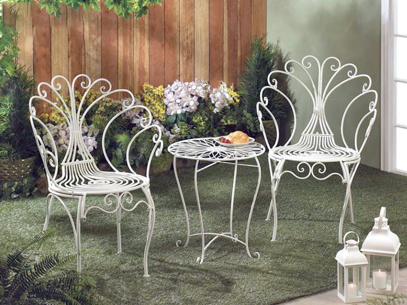 bàn ghế hoa văn sắt màu trắng tinh khôi