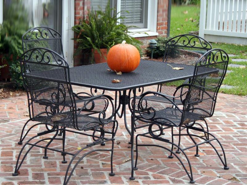bộ bàn ghế sắt mỹ thuật ngoài trời màu đen