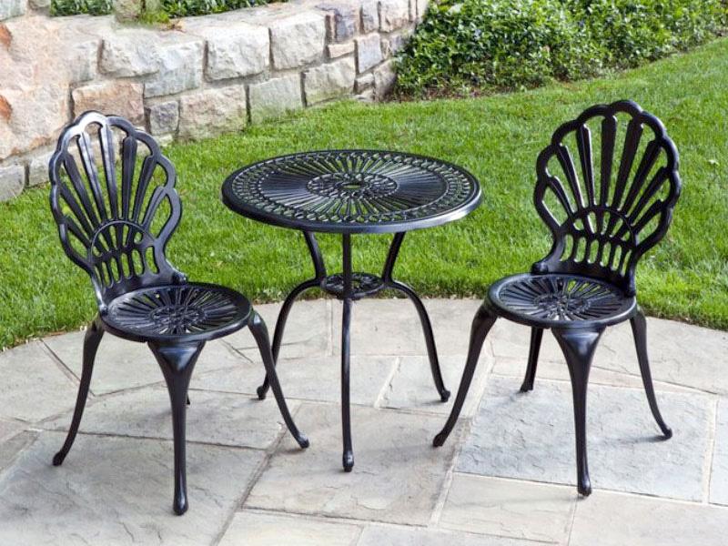 bàn ghế hoa văn sắt mẫu vỏ sò